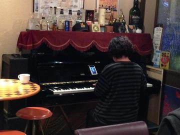ピアノ鳴り初め